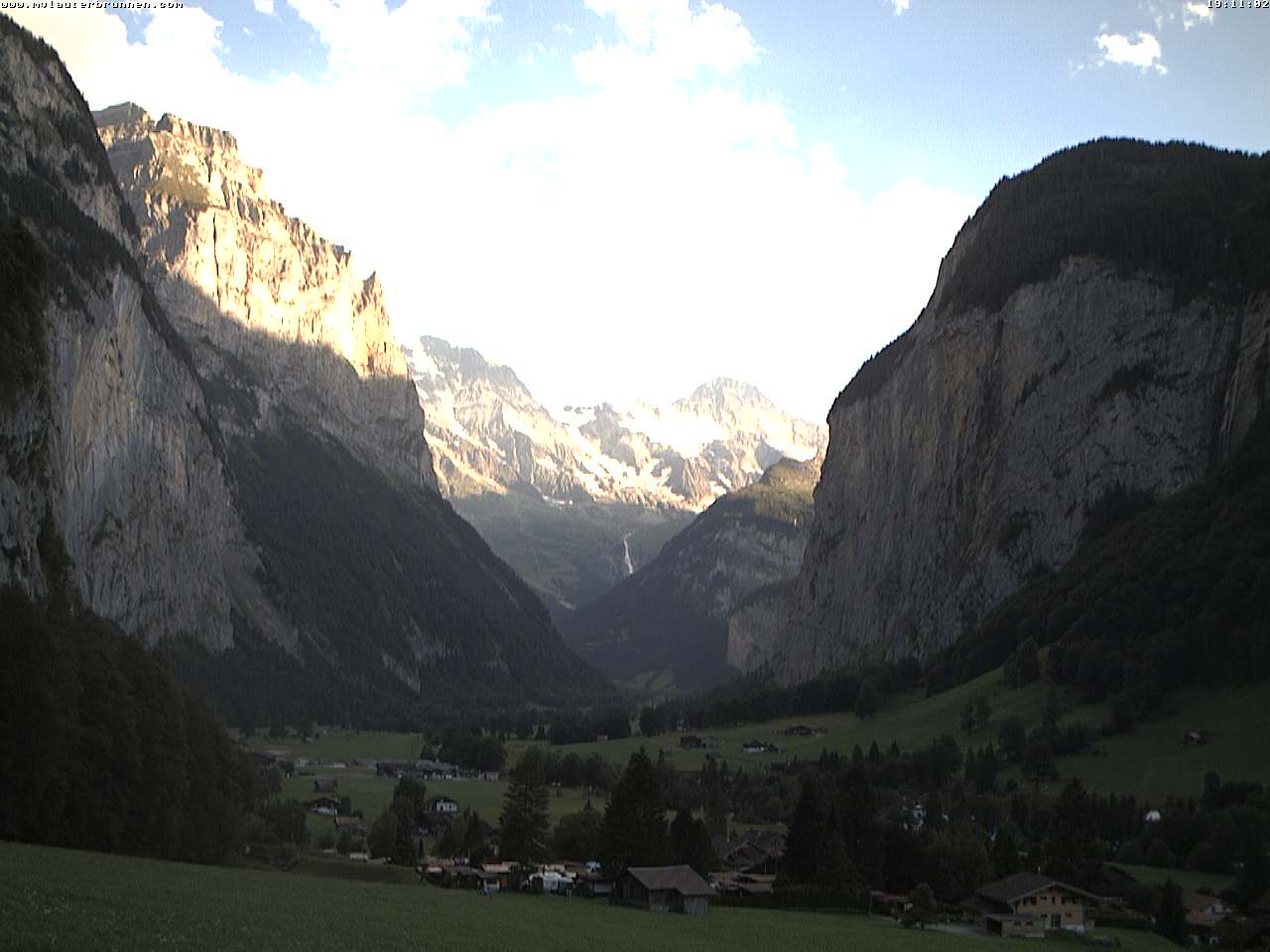 http://www.jungfraumarketing.ch/webcam/lauterbrunnen/cam1/current